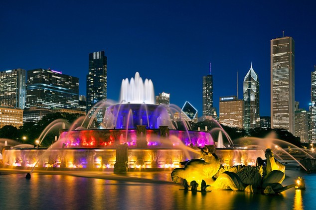 Chicago fountain skyline at night